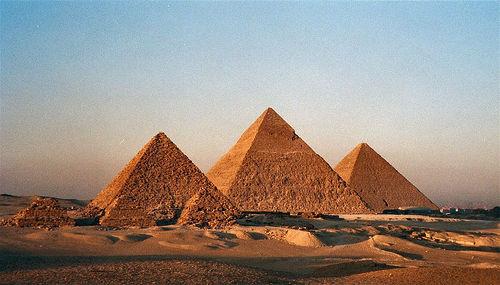 983Giza%20Pyramids
